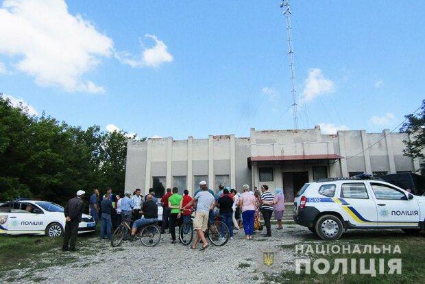 """Испугались """"5G""""? В Хмельницкой области жители села пытались повалить вышку мобильной связи"""