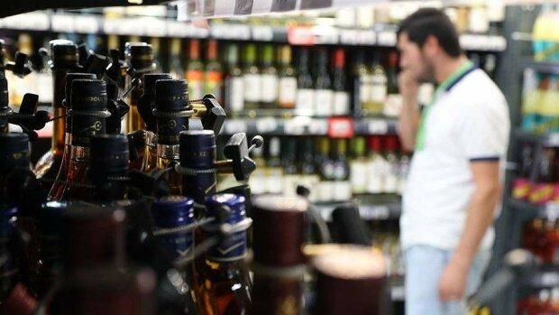 В Украине запретят продажу алкоголя и сигарет