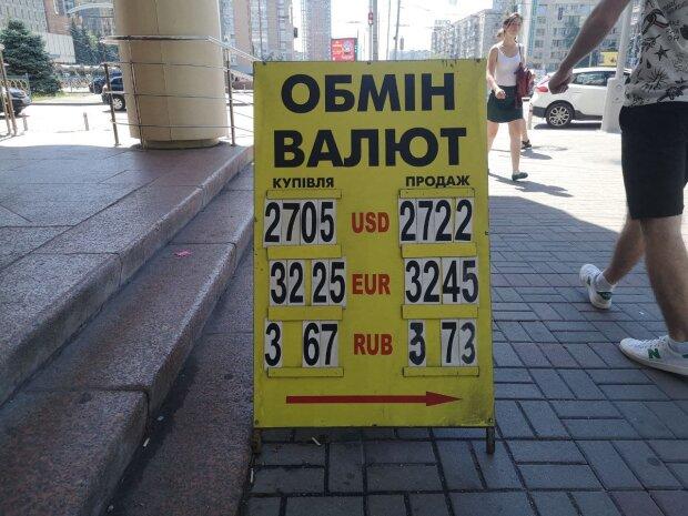 Украинцы игнорируют доллар: валюта удивила неожиданным падением