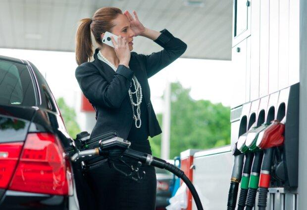 Пристегнитесь, дорожаем: бензин и дизельное топливо поднимаются в цене