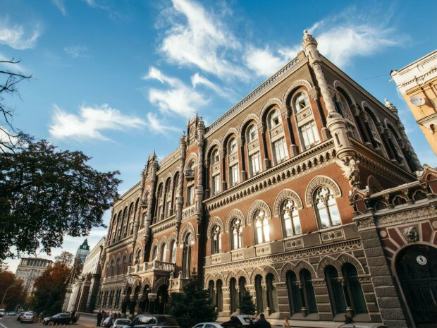 Курс валют и драгоценных металлов в Украине на 3 августа