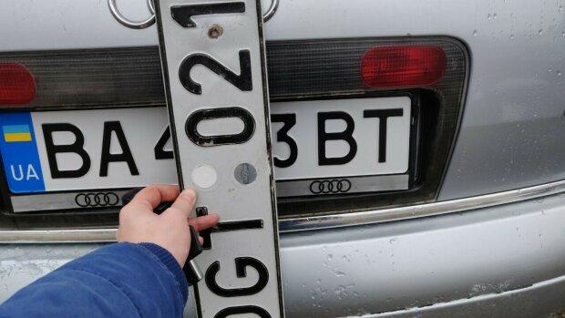 На растаможку — в Киев: владельцы евроблях массово стекаются в столицу