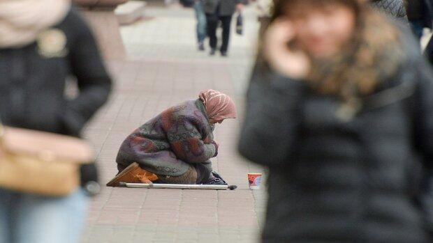 За чертой бедности: 43,1% украинцев могут позволить себе только еду