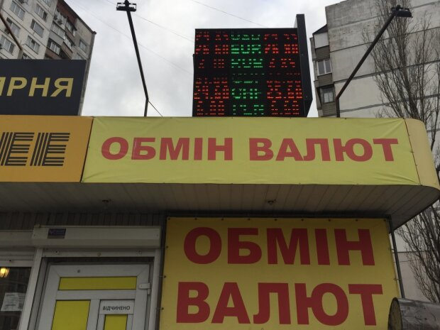 Курс валют и банковских металлов на 15 августа: данные от НБУ